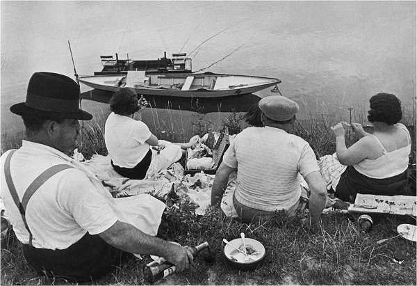 Henri Cartier-Bresson On the banks of the Marne 1938